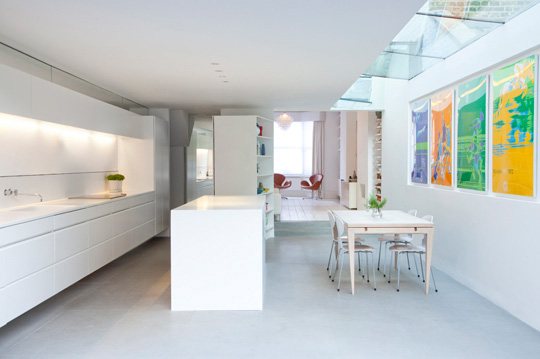 white_room_interior010.jpg